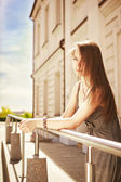 Portrait of a beautiful girl in the city — Stock Photo