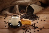 A hot cup of espresso with coffee beans and Cake — Stok fotoğraf