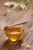 Honey in a glass bowl  — Stock Photo