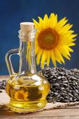 Zonnebloemolie, zaad en zonnebloem — Stockfoto