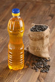 Масло подсолнечное и семена подсолнечника — Стоковое фото