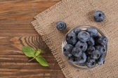 Fresh blueberries on a background of burlap  — 图库照片