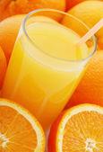 Orange juice and oranges — Stock Photo