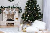 Julgran och öppen spis — Stockfoto