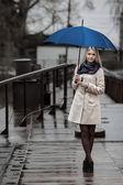 Ragazza con ombrello — Foto Stock