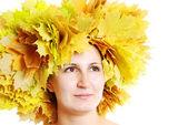 женщина с листьями — Стоковое фото