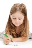 маленькая девочка рисует — Стоковое фото