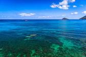 Beautiful sea on tropicla island with crystal clear water — Foto Stock
