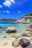 Beautiful sea on tropicla island with crystal clear water — Zdjęcie stockowe