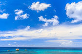 Beautiful sea at tropical island — Stock Photo