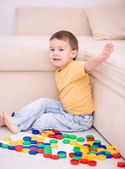Boy is playing with building blocks — 图库照片