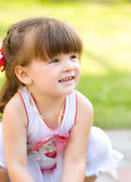 Young girl is playing outdoors — Stock Photo