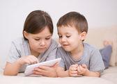 Children using tablet computer — Stockfoto