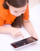 Girl using tablet — Stockfoto