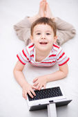 Boy using tablet — Stock Photo