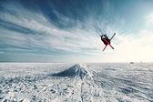Kite in the blue sky, winter riding a kite — ストック写真