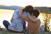 Teenage boy and girl in the nature on beautiful day — Stock Photo