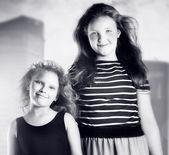 Dos joven posando — Foto de Stock