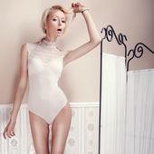 Fashionable woman posing  — Stock Photo