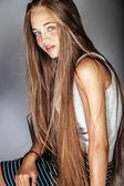 Skönhet porträtt av ung flicka — Stockfoto