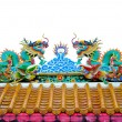 Twin dragon statues in Chinese style on top of general temple ro — Stock Photo