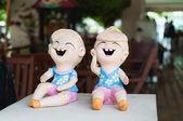 Sonrisa bebé muñeca estatua en la página de inicio — Foto de Stock