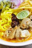 Khao soi, sopa de fideos tailandeses del norte curry. — Foto de Stock
