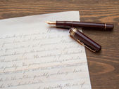 Old Letter and fountain pen — Stockfoto