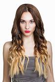 美丽的黑发女孩。长长的棕色头发健康. — 图库照片