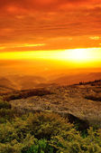 Majestic sunset in the mountains. — Foto Stock