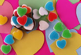 Multicolor of heart candy on valentine card — Stock fotografie