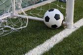 Futbol futbol sahası üzerinde — Stok fotoğraf