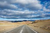 Route et nuages. — Photo