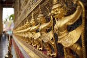 Garuda bij een tempel — Stockfoto