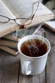 書籍、紅茶、眼鏡 — ストック写真