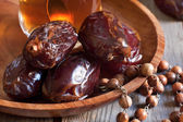 Dates with tea and rosary — Stock Photo