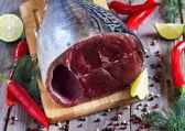 Raw tuna with spices — Stock Photo