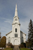 White church with steeple — Stock Photo