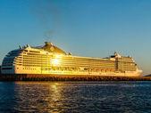 Luxury cruising ship ready to sail away. full side view — Stock Photo