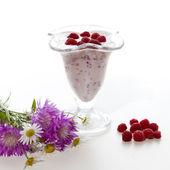 Yogurt with raspberries — Stock Photo
