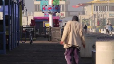 Homeless at the Santa Monica Pier, Los Angeles (Cities) — Stock Video
