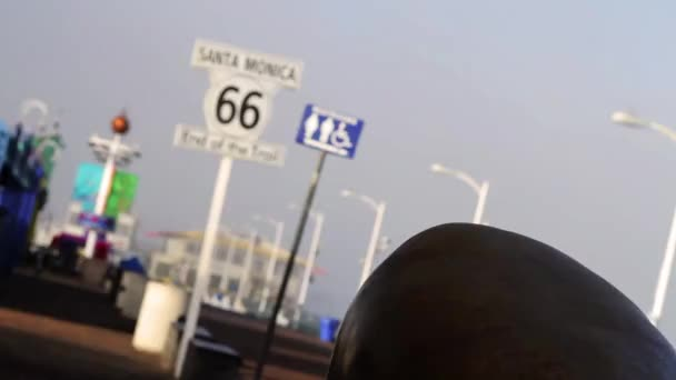 Los Ángeles santa Mónica ruta muelle 66, final del sendero, centrándose (ciudades) — Vídeo de stock