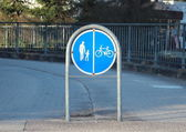 Sign to separate promenade and biking area — Stockfoto