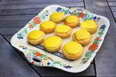 Lemon cupcakes with yellow glaze on top — Stock Photo