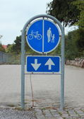 Sign to separate promenade and biking area with two way arrow — Stock Photo