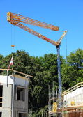 Crane at construction site with blue sky — Stock Photo