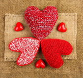 Knitting hearts on the sackcloth — ストック写真