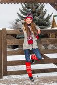 Atraktivní mladá žena v zimě venkovní — Stock fotografie