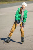 Woman skating with rollerblades — Stockfoto