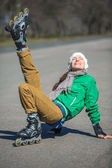 Active young people - girl rollerblading — Foto de Stock
